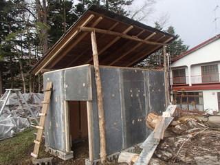 1121山羊小屋屋根壁完成.JPG